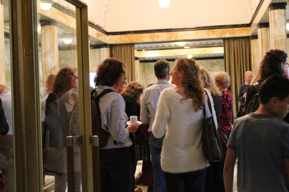 museum debat marleen en mensen in burgerzaal